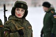 Gözəlliyi ilə baş gicəlləndirən rus hərbçi qızları - FOTOLAR