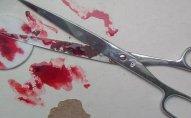 25 yaşlı qız qayçı ilə özünü yaraladı - Bakıda