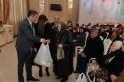 Nəsimi rayonunda imkansız ailələrə bayram payları təqdim olundu