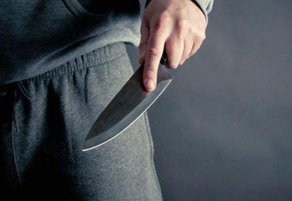Paytaxtda mühafizəçi bıçaqlandı